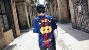 El Barcelona pone a la venta una camiseta especial de Iniesta