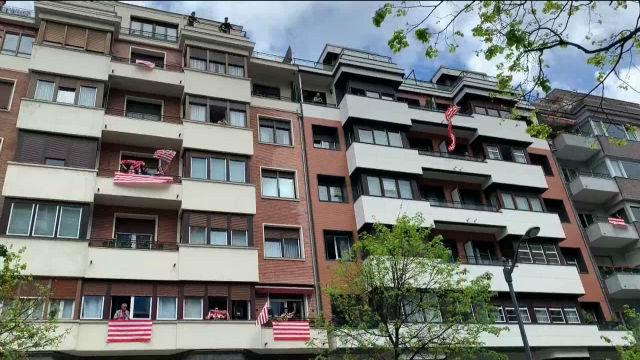 Bilbao se engalana en recuerdo de la final de Copa que debía disputarse hoy