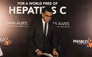 Dani Alves, embajador de la lucha contra la Hepatitis C