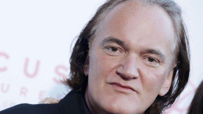 Entran a robar en la mansión de Tarantino y se enfrenta a los ladrones