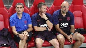 Ernesto Valverde, entrenador del FC Barcelona junto a Pozanco y De la Fuente