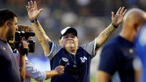 Gimnasia y Esgrima dirigido por Maradona se salva tras quedar finiquitada la campaña.