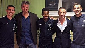 Griezmann, primero por la izquierda, junto al consejero delegado del Atlético Miguel Ángel Gil Marín, Lucas Hernández y Thomas Lemar en la concentración de Francia con motivo del Mundial de Rusia 2018
