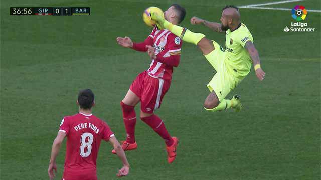 La patada ninja de Arturo Vidal que le costó la cartulina amarilla