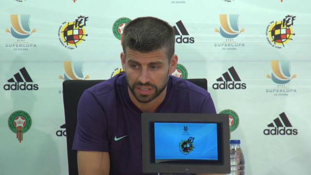 Piqué aparece ante la prensa antes de la final de la Supercopa