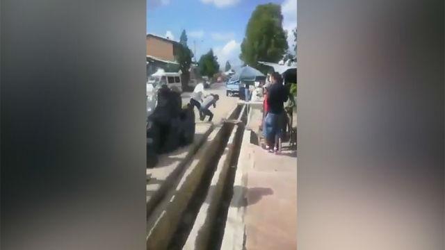 El seleccionador de Bolivia, envuelto en una pelea callejera