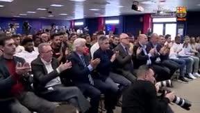 La sentida ovación a un emocionado Víctor Tomás tras anunciar su retirada