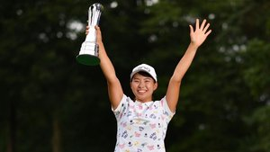 Shibuno celebra la victoria en Inglaterra con una gran sonrisa