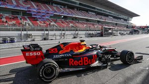 Verstappen, con el espectacular Red Bull RB16
