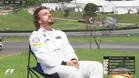 Alonso tomando el sol en la Q1 de Brasil hace un año