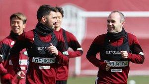 Andrés Iniesta y David Villa entrenando con el Vissel Kobe