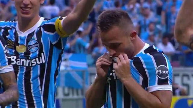 Arthur: gol y actuación de 5 estrellas en el Gremio - Internacional
