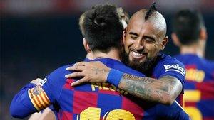 Arturo Vidal celebra su último gol a pase de Messi