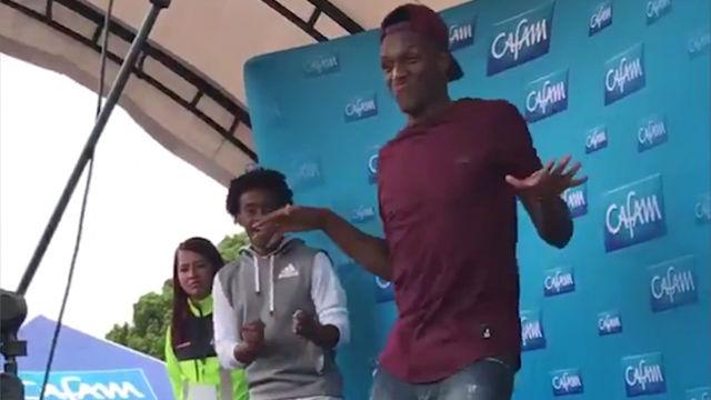 Así se distrae Yerry Mina mientra se resuelve su futuro en el Barça
