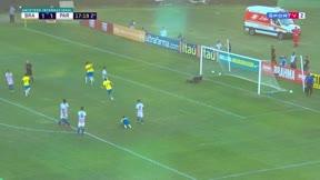 Así juega Yan Couto, el lateral brasileño por el que suspiran en Europa