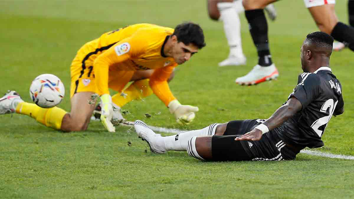 Bono ayudó a Vinicius y el Madrid marcó: así fue el gol de la victoria en Sevilla
