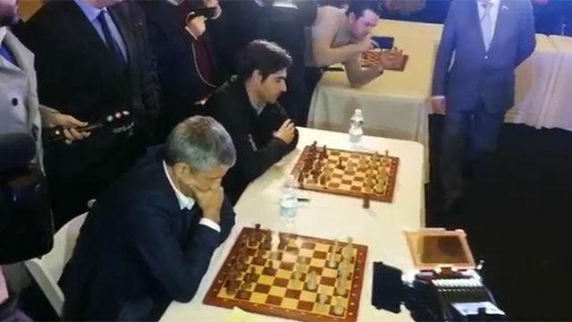 El día que Setién jugó al ajedrez conta Kárpov