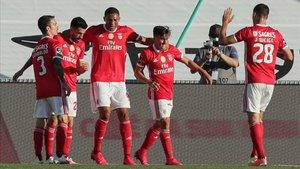 Jugadores del Benfica festejan un gol en una imagen de archivo