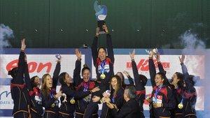 Las chicas de Miki Oca celebran a lo grande el título de campeonas de Europa