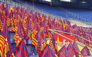 Las gradas del Camp Nou se llenaron de banderas antes del partido 372d2ccef12