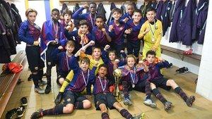 Los jugadores del Barça celebran el título