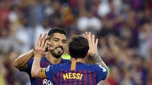 Luis Suárez y Leo Messi marcaron por partida doble ante el Huesca