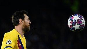 Messi en el partido de ida de octavos de la Champions ante el Nápoles