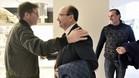 El presidente del Sevilla saludando a Berizzo en el hotel de concentración del equipo