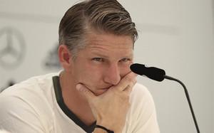 Schweinsteiger aseguró que no piensa dejar el United