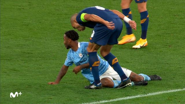 El Show de Pepe ante el Manchster City: Penalti escandaloso y tensión con Sterling