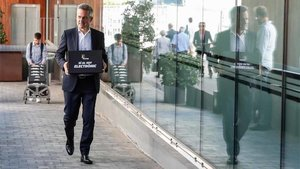 Víctor Font, en el momento de entregar las firmas en la sede de la OAB