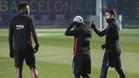 Yerry Mina ingresando al campo con Messi y Suárez