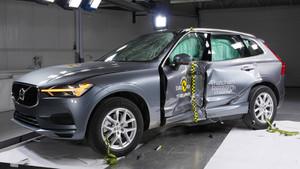 Volvo XC60 realizando las pruebas.