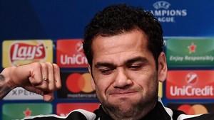 Alves tiene contrato con el PSG