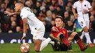 Ander Herrera disputa un balón con Mbappé
