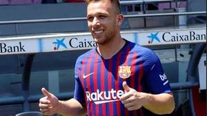 Arthur ha sido presentado como nuevo jugador del Barcelona