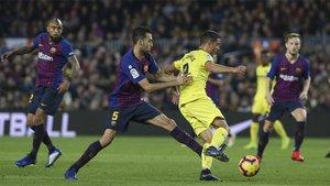 Arturo Vidal, Sergio Busquets e Ivan Rakitic en el Barça-Villarreal de LaLiga 2018/19