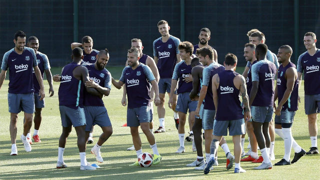 El FC Barcelona se entrenó sin Gerard Piqué