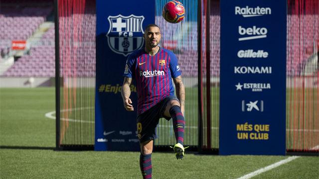 Boateng se vistió de azulgrana y dio sus primeros toques en el Camp Nou
