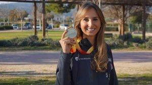 Cristina posando con el oro conseguido en Antequera