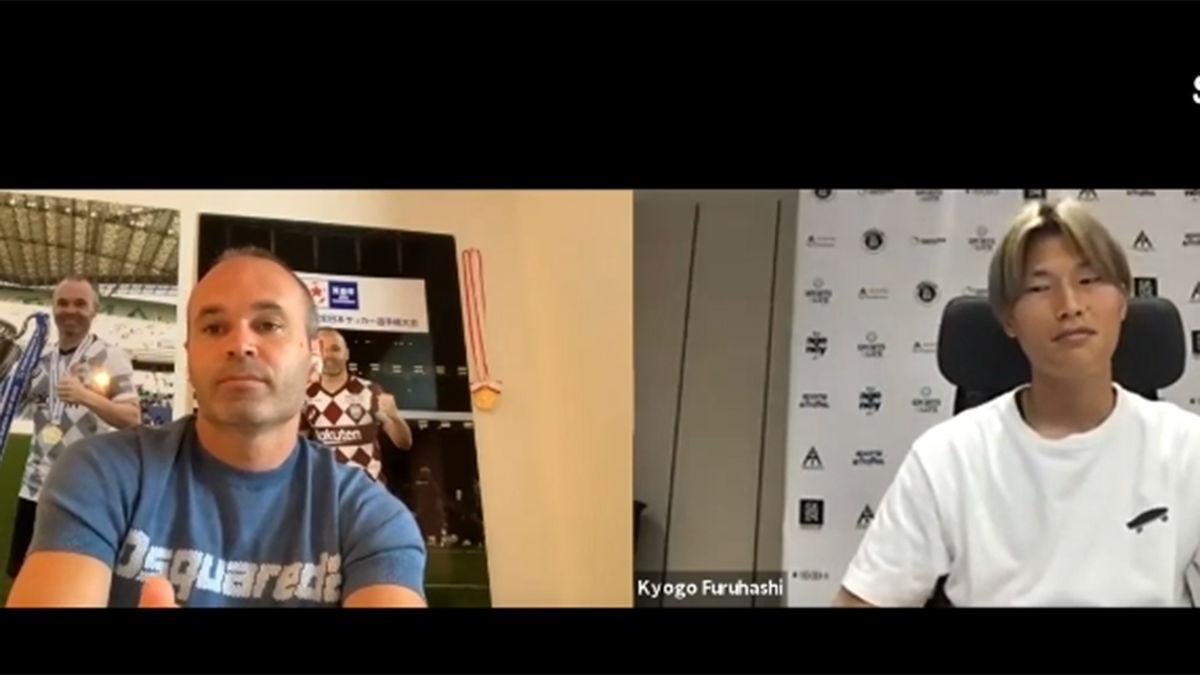 Iniesta conversa con Kyogo Furuhashi, el crack japonés que sueña con jugar en la liga española
