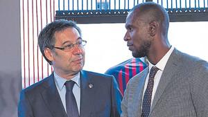 Josep Maria Bartomeu y Éric Abidal quieren definir la plantilla del Barça 2018/19