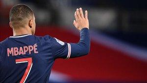 El legendario exdelantero blaugrana cree que Mbappé debe recalar en el Barça