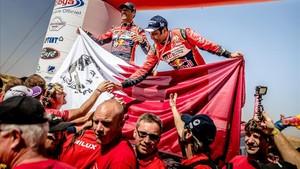 Nasser Al-Attiyah celebra su victoria en Marruecos