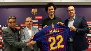 Petrus fue presentado como nuevo jugador de la sección de balonmano