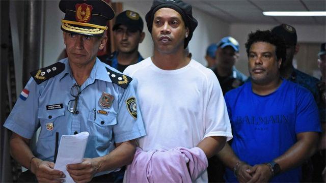 Prisión preventiva para Ronaldinho en Paraguay