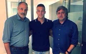 Rodrigo Tarín y Andoni Zubizarreta en las oficinas blaugrana para firmar el nuevo contrato