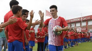 El Sporting presentó a Manu