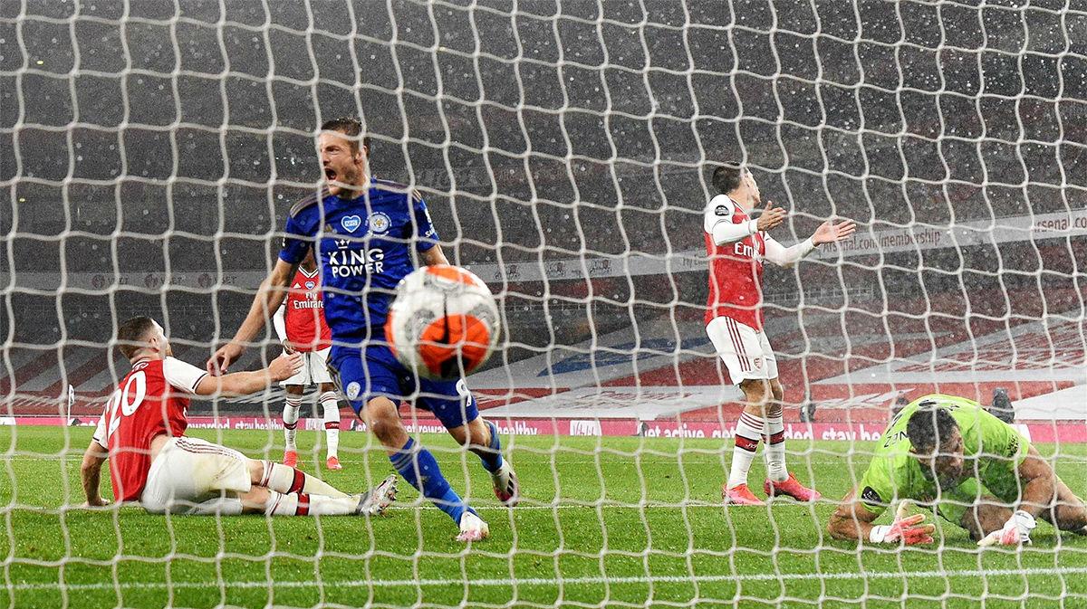 Vardy le amarga los planes al Arsenal