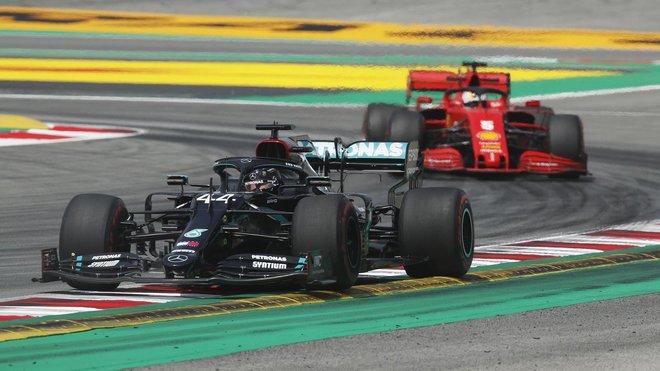 Hamilton y Mercedes marcan la diferencia en Barcelona